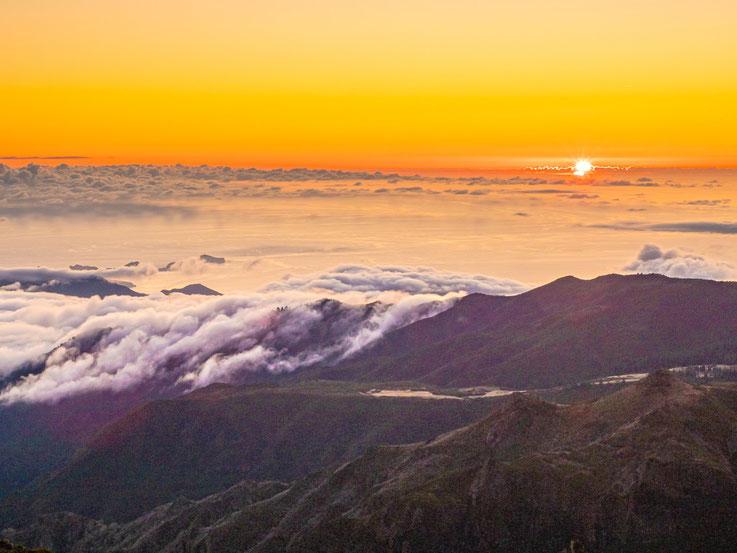 Sonnenaufgang auf dem Pico do Arieiro, dem mit 1810m höchsten Berg der Insel.