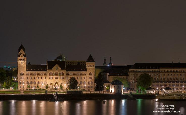 Das Hotelzimmer erwies sich als eines mit einer schönen Aussicht auf den Rhein.