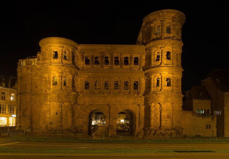 Da die Porta Nigra zum Zeitpunkt meines Besuches von einem Baugerüst verziert wurde, hier ein Bild des Bauwerks das ich vor 3 Jahren aufgenommen habe.
