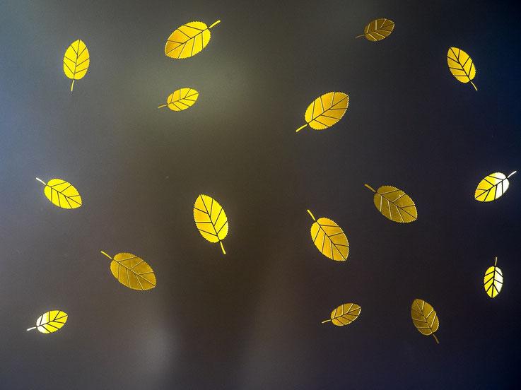 """Das Tor zum Innenhof des Posthofes ist mit """"leuchtenden Blättern"""" verziert. Das sieht, insbesondere am Abend, sehr schön aus."""