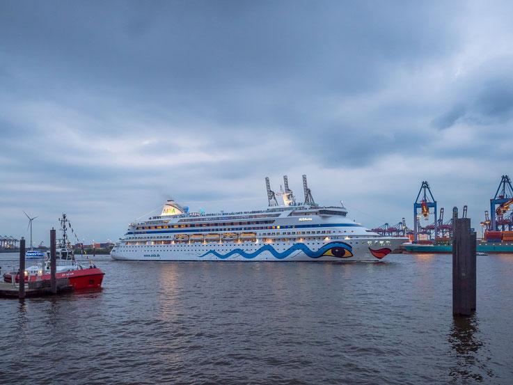 """Die im Jahr 2002 in Dienst gestellte, bei der MTW Werft in Wismar gebaute, """"AIDAvita"""""""
