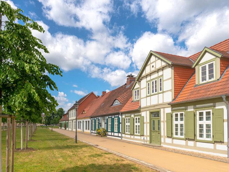 Ursprüglich für Bedienste des Hofes errichtete Wohnhäuser.
