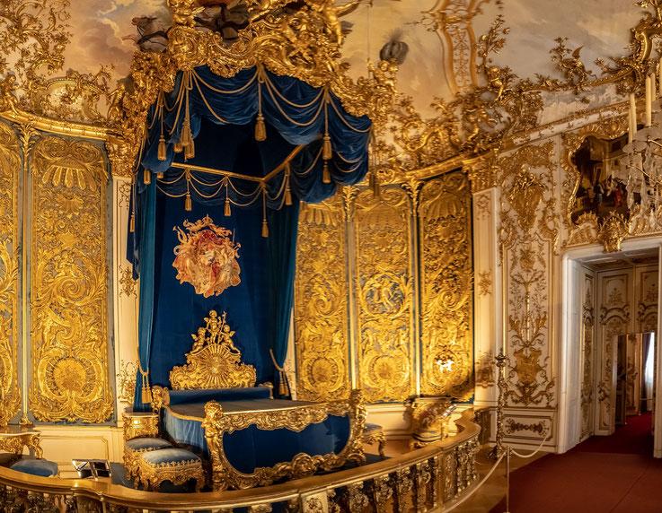Ein wichtiger Ort für König Ludwig II. Im Bett wurden wichtige Entscheidungen getroffen, hier wurde regiert.
