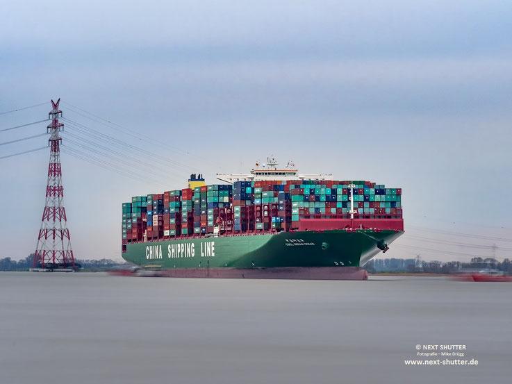 CSCL Indian Ocean auf der Elbe, Langzeitbelichtung