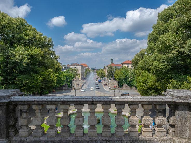 Blick vom Friedensengel auf die Prinzregentenstrasse