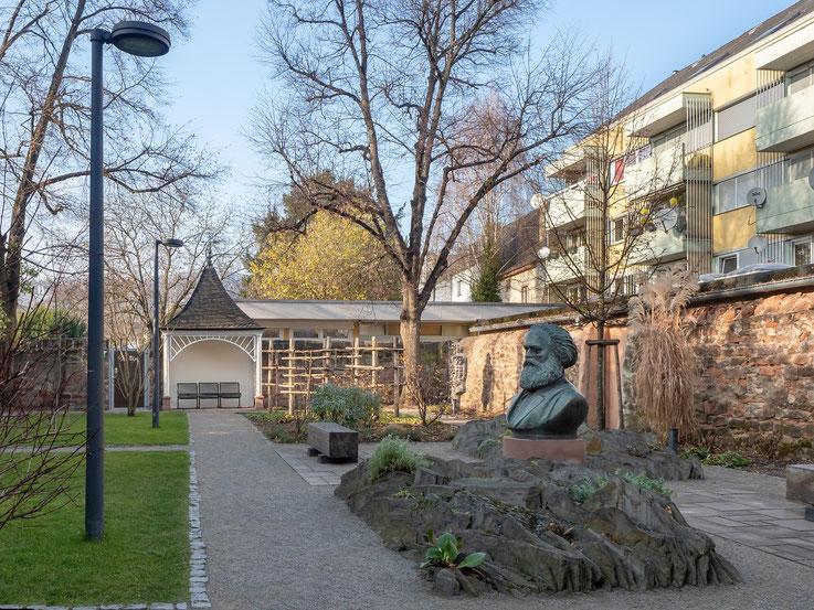 Im Garten des Karl Marx - hAUSES