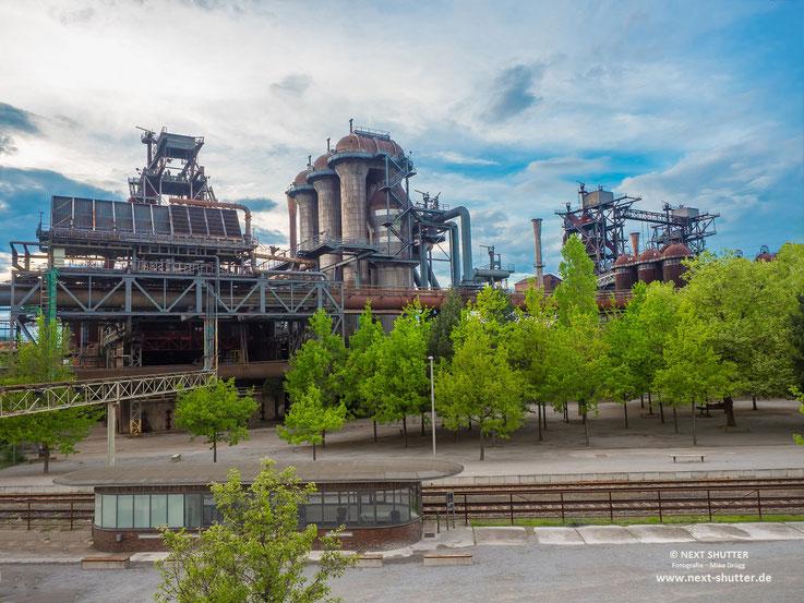 Tagsüber sieht es auf wie eine begrünte Industrieruine. Was aber nicht ohne Reiz ist.