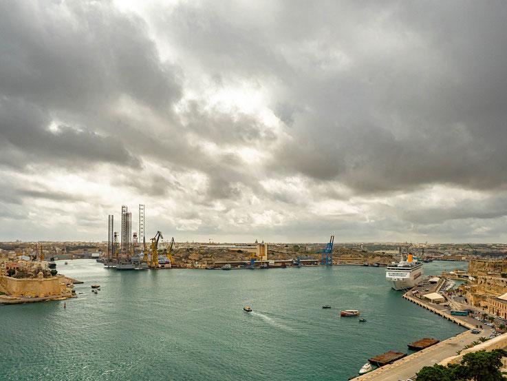 ....auf den Hafen.....