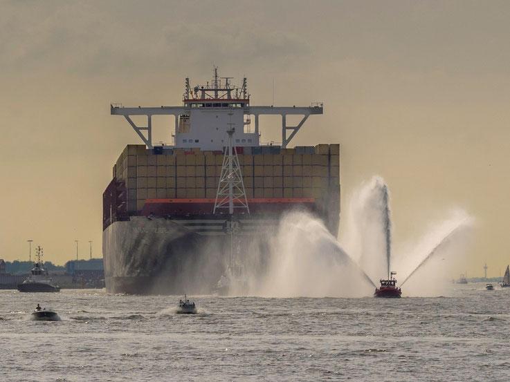 MSC Zoe, Containerschiff, Container, Schiff, vessel, megacarrier,Hamburg, Elbe