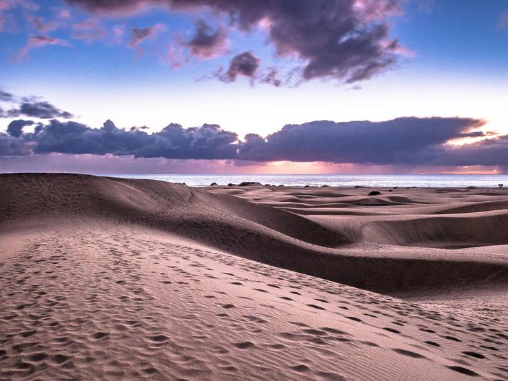 Bei Sonnenaufgang verändern sich die Farben beinahe minütlich. Ein grandioses Schauspiel !