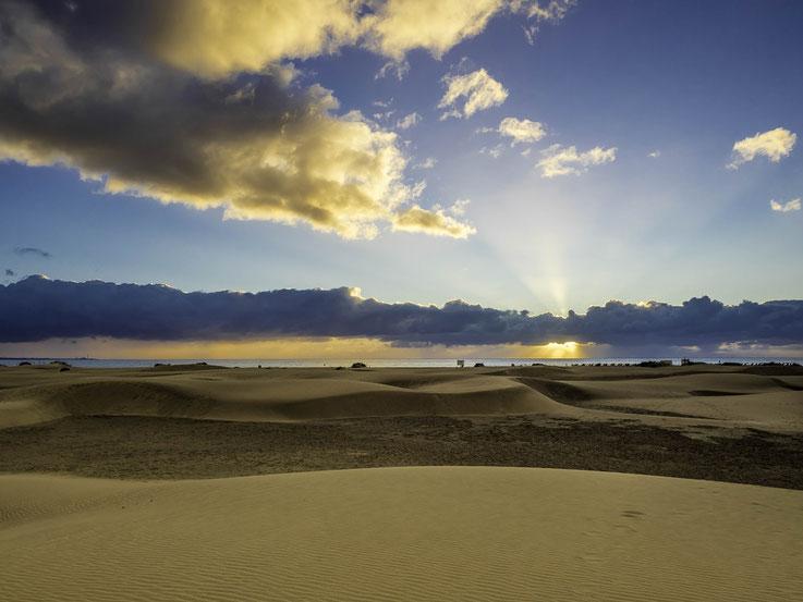Sonnenaufgang in den Dünen von Maspalomas / Sunrise in the dunes of Maspalomas