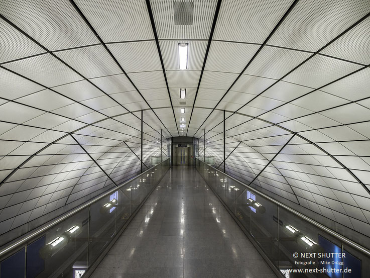 Zugang zur S-Bahn Station Hamburg Airport