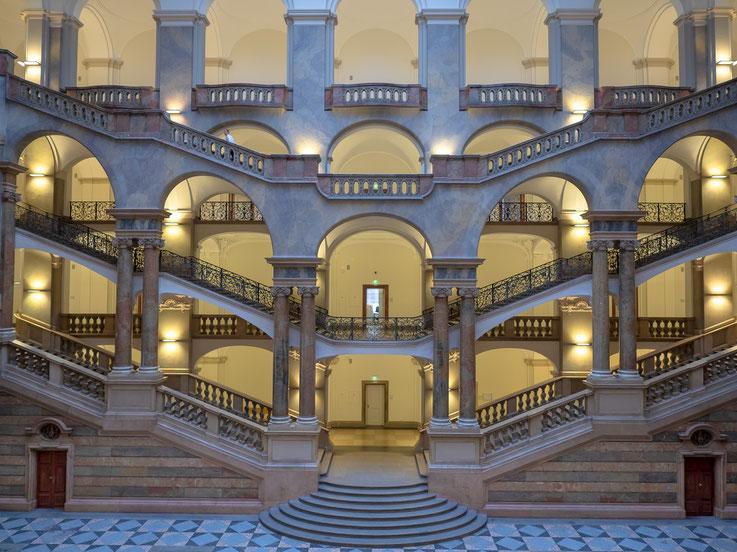 Das Treppenhaus des Justizpalastes ist absolut sehenswert