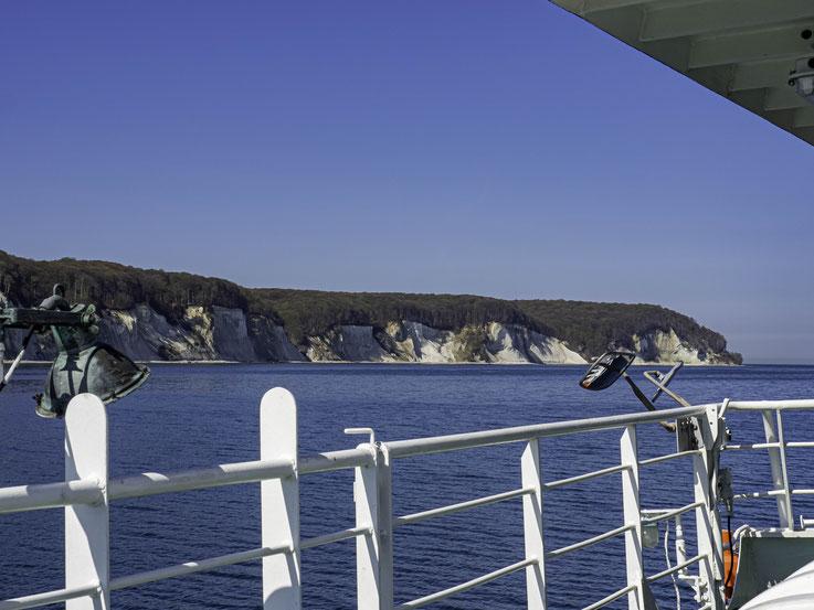 Rügen ist bekannt für seine Kreideküste.  Leider fahren die Ausflugsdampfer jeweils so spät ab, dass die Kreidefelsen bereits meist im Schatten liegen wenn man sie erreicht..