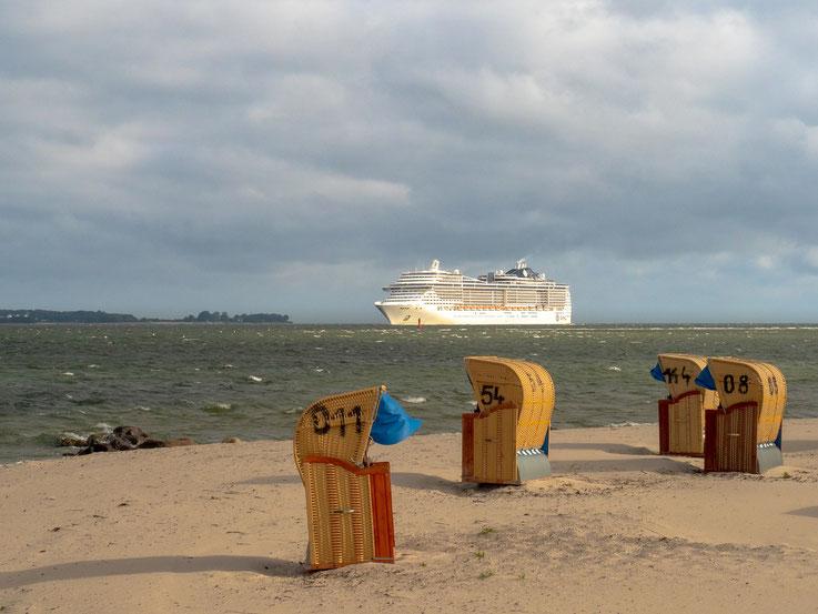 """Zu Kieler Woche laufen viele Kreuzfahrtschiffe den Hafen von Kiel an, hier die """"MSC Preciosa"""""""