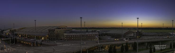 Hamburg - Airport im Abendlicht. Bitte aufklicken.  / Klick to open full size panorama