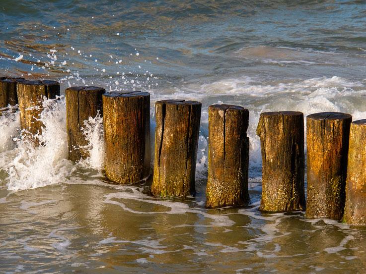 Am Strand sitzen und einfach nur den Wellen im Abendlicht zuschauen - hat was !