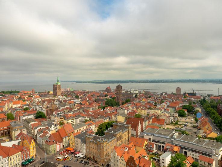 Blick von der Aussichtsplattform in Richtung des Hafens.