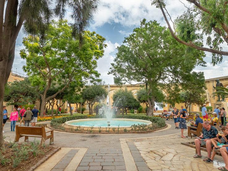 Barakka Gardens ist ein hübscher, kleiner Park mit Gelegenheit zu Verweilen.