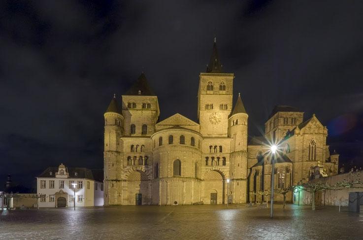 Seite an Seite - Dom und Liebfrauenkirche (Mitte und rechts)