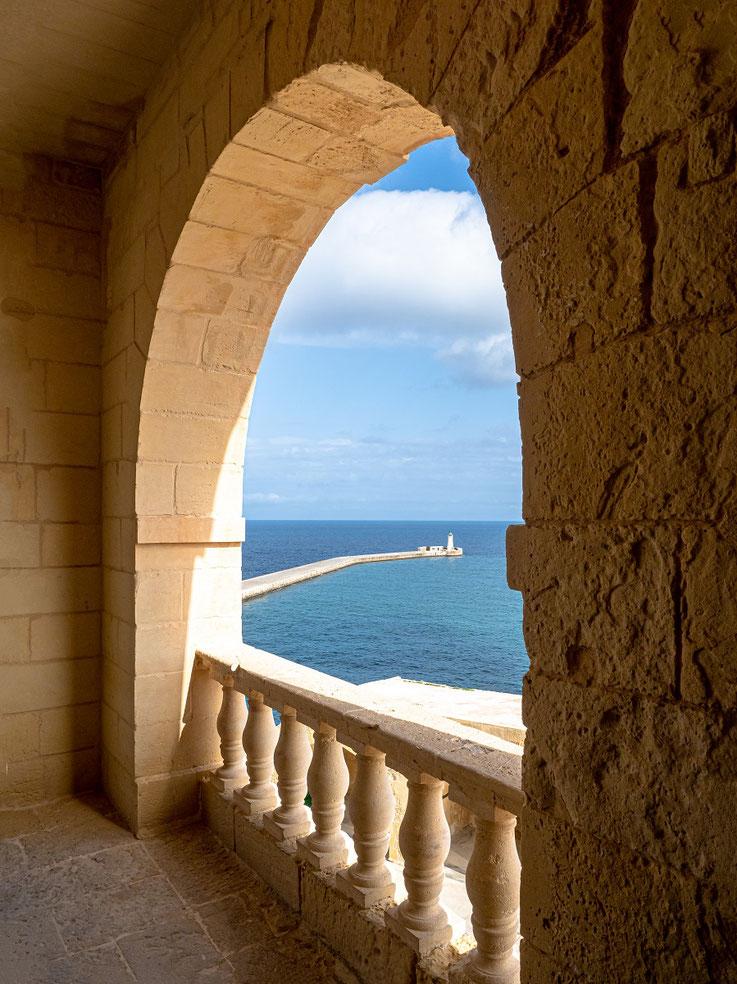 Blick von der Festung auf die Hafeneinfahrt.