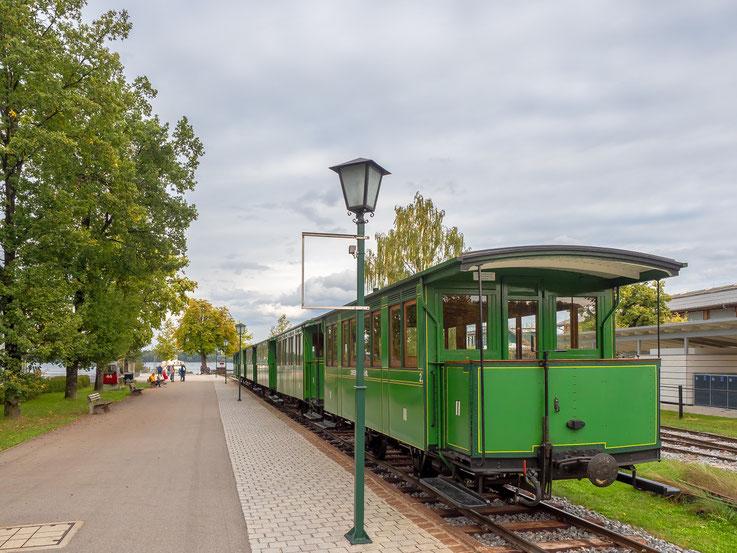 Die in den Sommermonaten verkehrende Chiemseebahn.