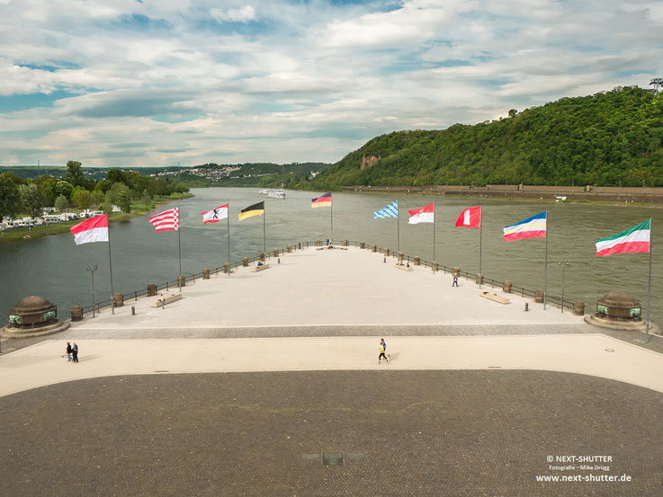 Blick auf den Zusammenfluss von Rhein und Mosel.