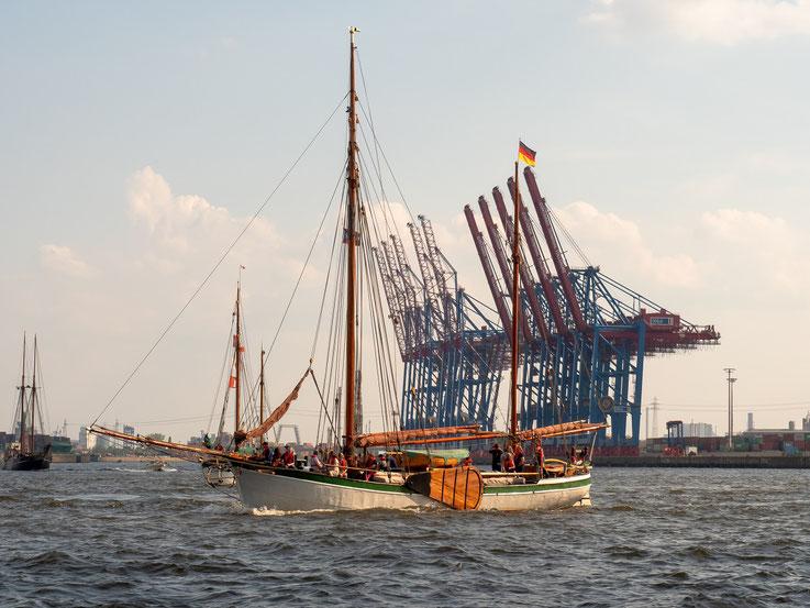 Historische Schiffe und Neuzeit treffen aufeinander