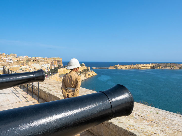 Cannon, Malta, Valetta, port , harbour, officer, colonial