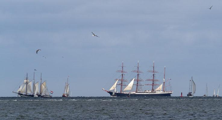 Angesichts der hohen Zahl an Segelschiffen bot der Horizont ein beeindruckendes Bild.