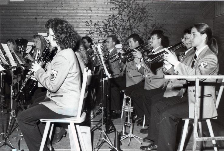 Christian Waibel am Konzert 1997 noch recht versteckt im Bild