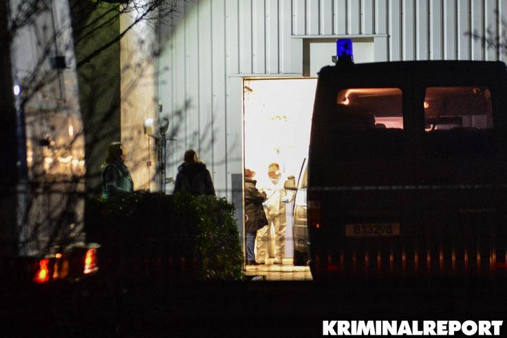 Kriminaltechniker sichern Spuren am Geldtransporter.|Foto: Kriminalreport