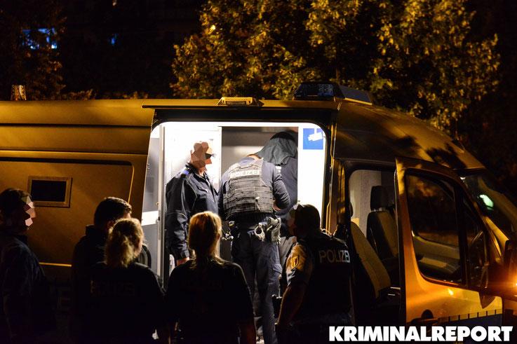 Die Polizei verbrachte den Mann zunächst in eine Gefangenensammelstelle.|Foto: Dennis Brätsch