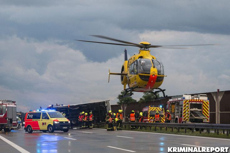 Mit einem Rettungshubschrauber wurde der schwer verletzte BMW-Fahrer in ein Krankenhaus transportiert.|Foto: Christopher Sebastian Harms