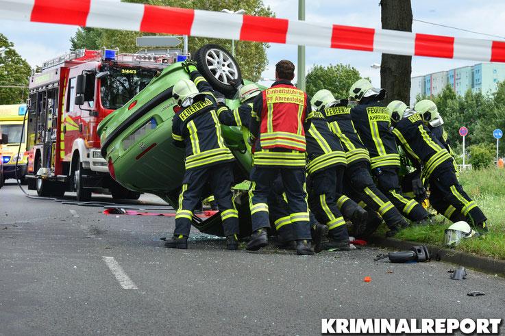 Die Feuerwehr räumte die Unfallstelle.|Foto: Dennis Brätsch