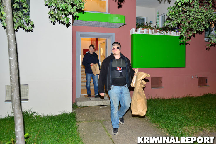 Die Beamten sicherten Spuren in der Wohnung des Verdächtigen.|Foto: Dennis Brätsch