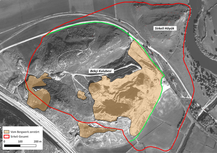 Abb. 1: Luftbild des Bekçi Kulubesi und seiner Lage innerhalb des antiken Stadtgebiets (Karte: A.E. Sollee).