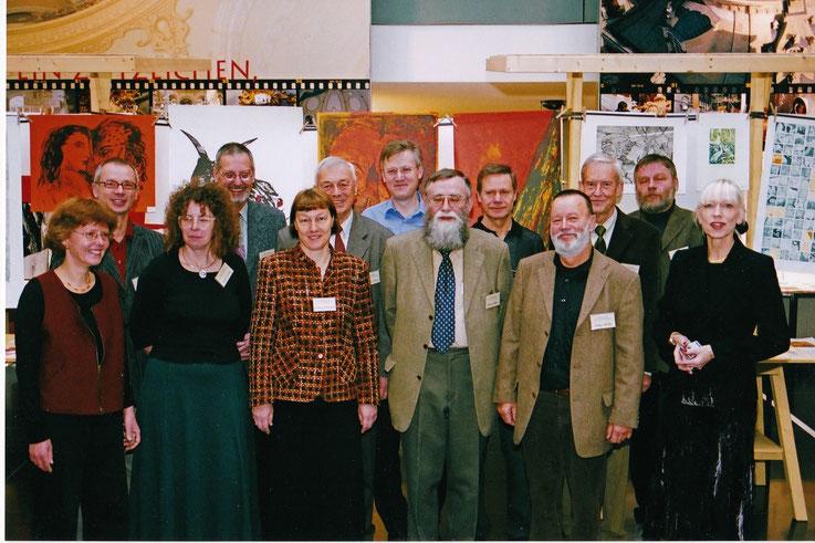 Die Arbeitsgruppe des 24. Dresdner Graphikmarktes in der Kundenhalle der Ostsächsischen Sparkasse Dresden