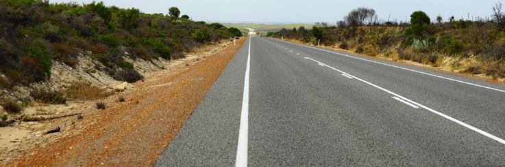 Strasse bei Nilgen und so gehts gegen 100 km weiters...