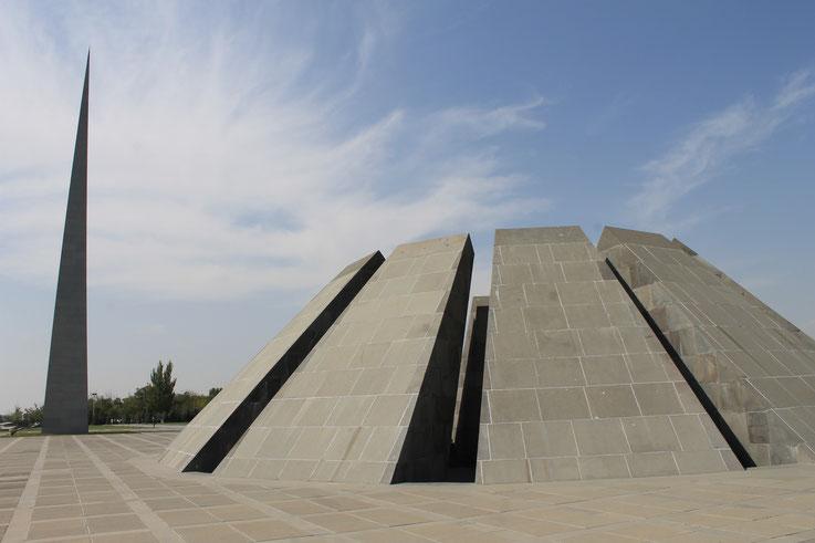 Das Völkermord-Denkmal Zizernakberd.