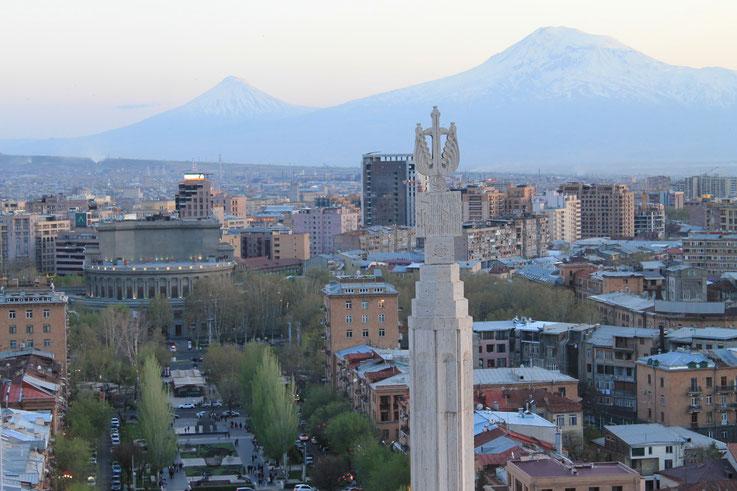 Platz der Republik mit Regierungssitz und Historischem Museum.