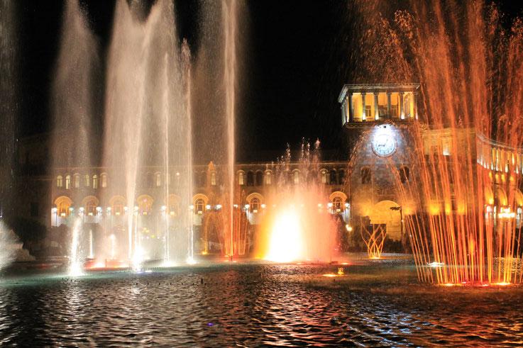 Der Komponist Aram Khachatryan (1903-1978).