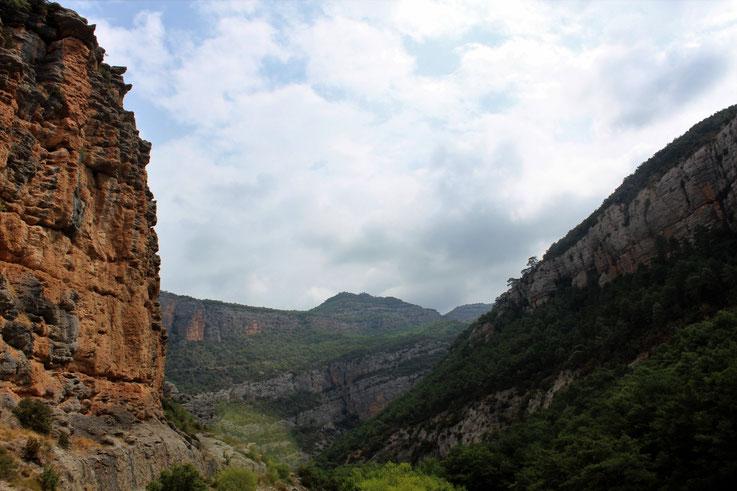Les trois niveaux, le trident dans le defile des Collegats, Espagne