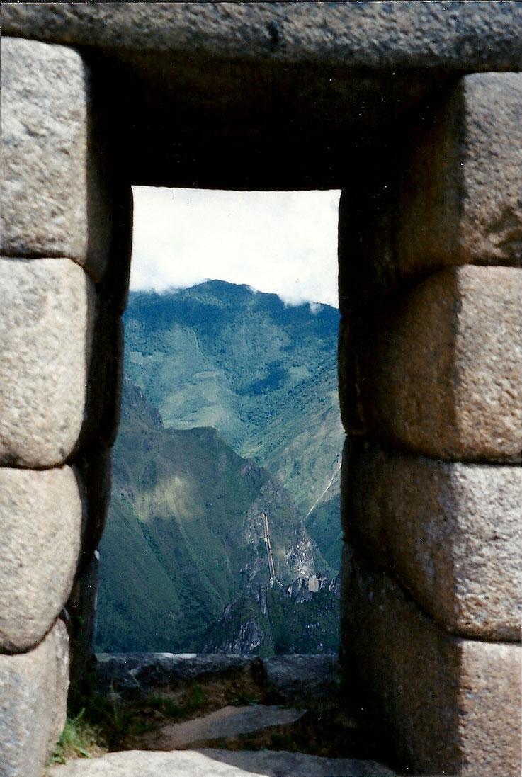 La fenêtre de pierre... le regard s'émerveille de les voir grandir encore... Machou Pichou, Pérou.