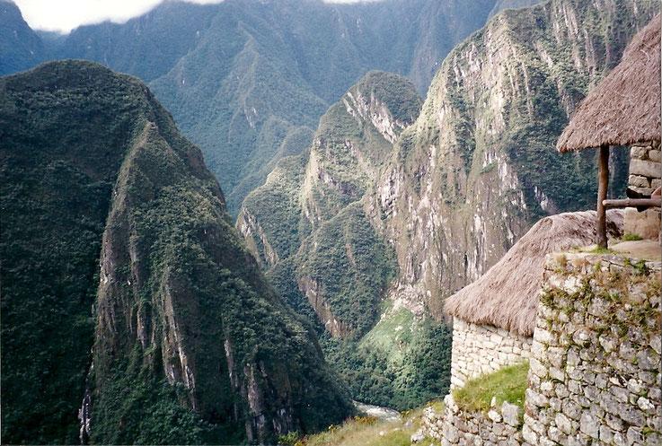 Le ponton, mirador pour laisser les montagnes nous envahir, Machou Pichou, Perou.
