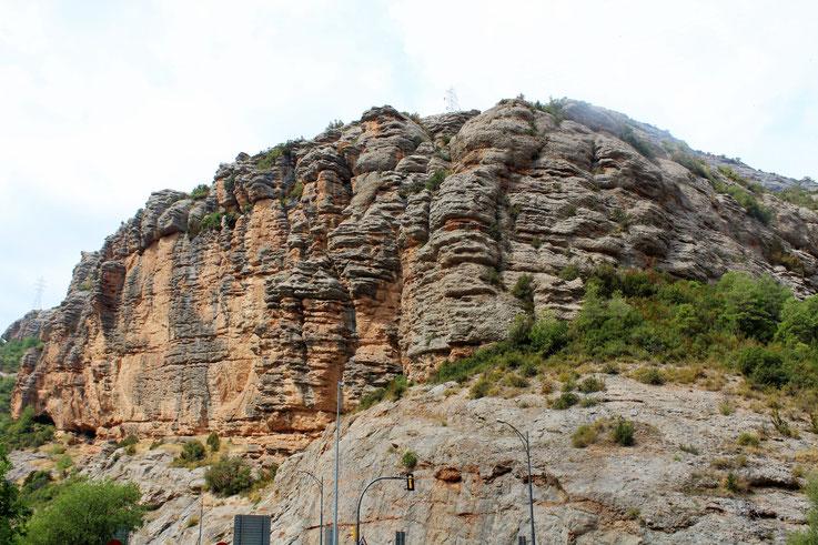 Impressionnant-naissance d'une montagne, Roca Regina, dans la sierra de Montsec, Espagne