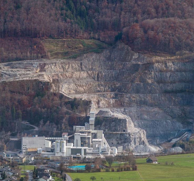 Kalkfabrik von der Seilbahnstation aus im Jahre 2011