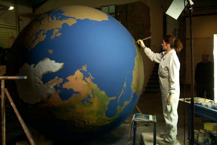 Esfera Mundi 2,10 metros, Terreno en relieve
