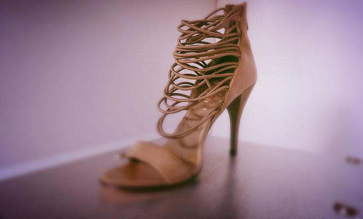 spezielle Damenschuhe High Heel nach Reparaturauftrag
