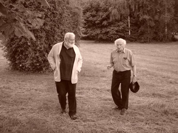 Gerhard Meier Geburtstag 2005 – Werner Morlang – Garten Amrain – links Kirschbaum aus Gerhard Meiers Literatur – »Ich lasse keinen meiner Kirschbäume mehr so hoch werden. Ich säge jeden oben ab. Ich will keine hohen Kirschbäume mehr.« Foto © Pedro Meier